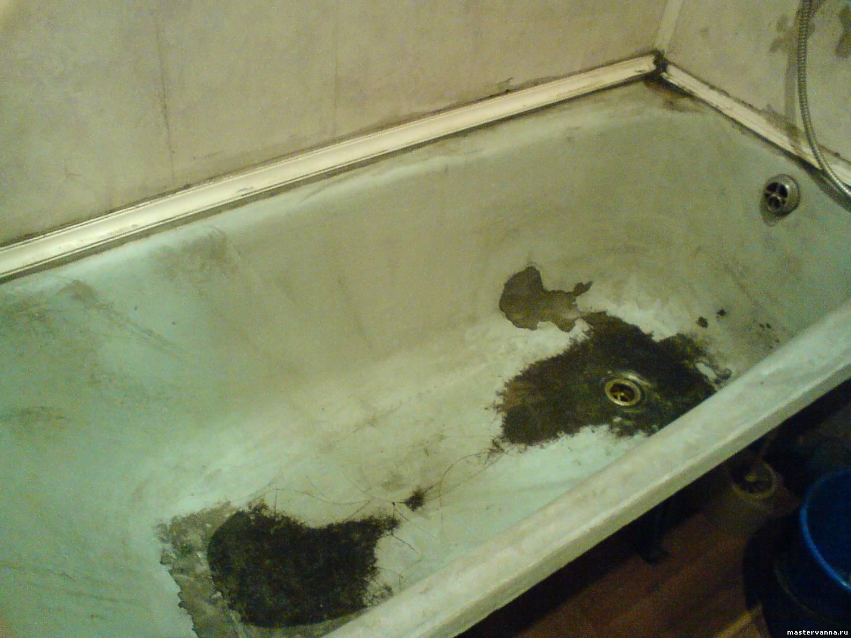 Ванна со слезшей первичной эмалью на дне и боках
