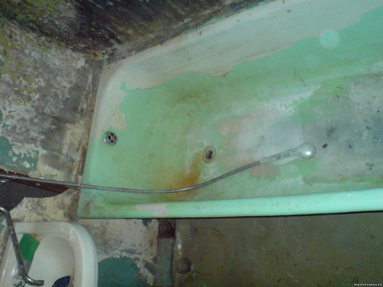Крашеная ванна в очень запущенном состоянии