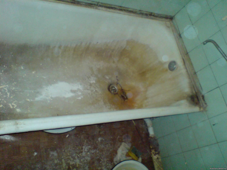 Ванна с большими трещинами на дне